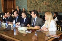 2_il_tavolo_della_conferenza