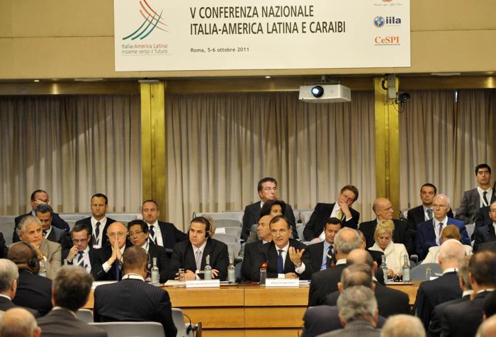 Roma,5 Ottobre 2011 Ministero Degli Esteri Conferenza Italia America Latina Insieme verso il Futuro Nella foto la sala della conferenza al centro mentre parla il Ministro FRanco Frattini ANSA Mario De Renzis